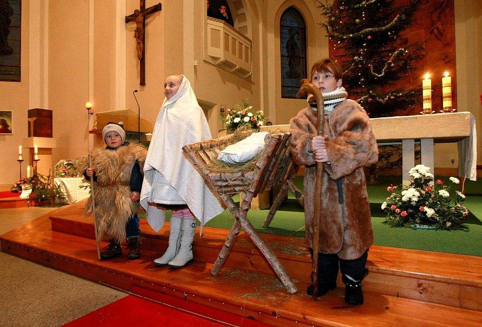 V libereckých Ruprechticích se na Štědrý den na odpolední mši svaté předvedly děti jako pastýři, Josef a Marie, kteří dovedli Jezulátko do Betléma.