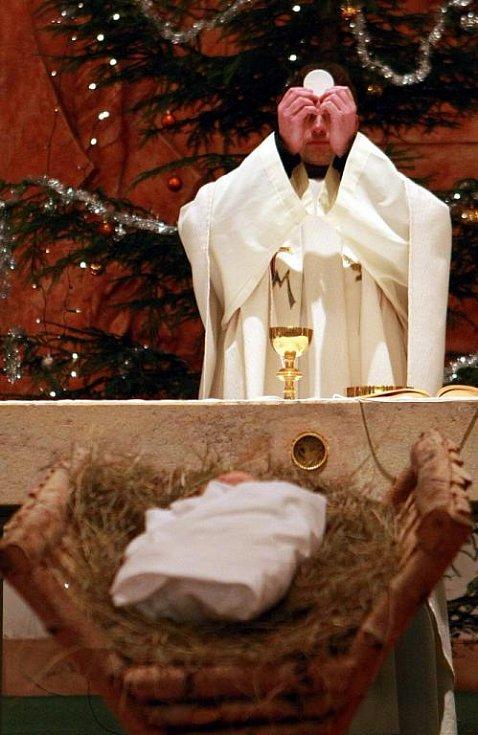 Otec Bartoloměj z řádu františkánů, který mši celebroval, zaměřil svou rozpravu právě k dětem, kterých bylo v kostele několik desítek.