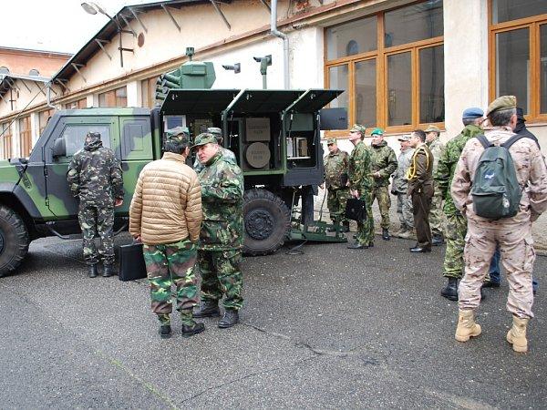 PŘIDĚLENCI si prohlédli lehké obrněné vozidlo S-LOV-CBRN.
