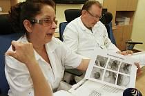 CENTRUM BIOLOGICKÉ LÉČBY při oddělení gastroenterologie začala před lety budovat zástupkyně primáře MUDr. Jiřího Janků specialistka MUDr. Lenka Nedbalová. Dnes je toto pracoviště druhým největším centrum biologické léčby v rámci odbornosti v celé ČR.