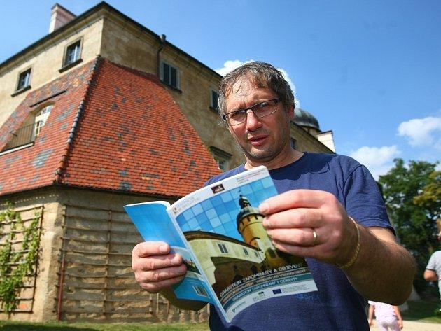 KNIHA O GRABŠTEJNĚ. Jedním z těch, kteří se podíleli na publikaci významné dokumentační hodnoty je i kastelán Jan Sedlák.