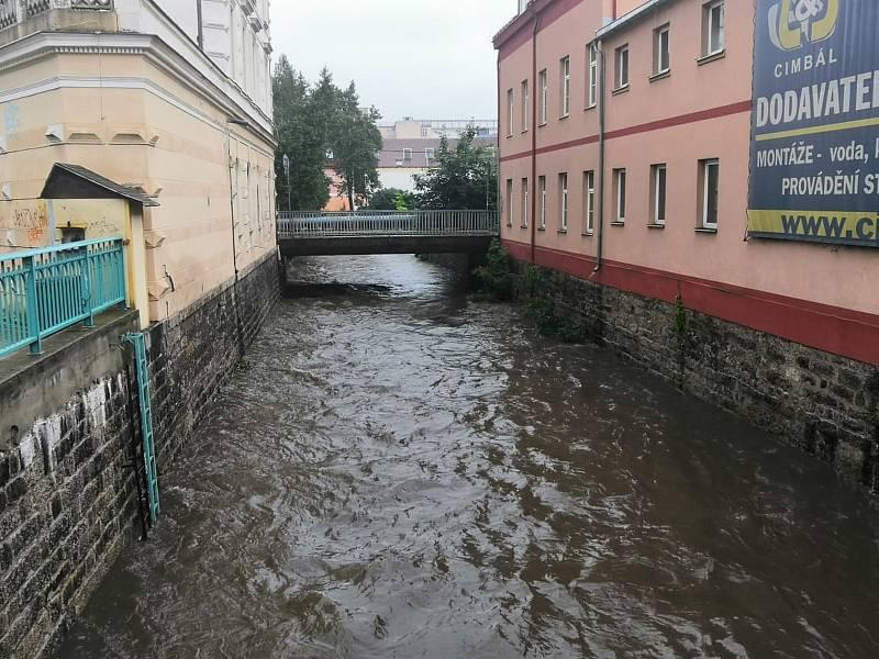 Sobotní déšť zvedl hladin řek v Libereckém kraji.