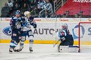 Utkání 23. kola Tipsport extraligy ledního hokeje se odehrálo 19. listopadu v liberecké Home Credit areně. Utkaly se celky Bílí Tygři Liberec a HC Kometa Brno. Na snímku vlevo je Lukáš Krenželok a vpravo brankář jaroslav Janus.