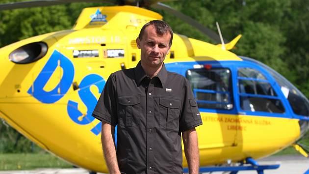 Vrtulník liberecké záchranky a ředitel Stanislav Mackovík