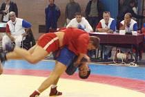 SAMBO. Liberecký Mládek (nahoře) v zápase o bronz s Khorkashevem z Tádžikistánu.