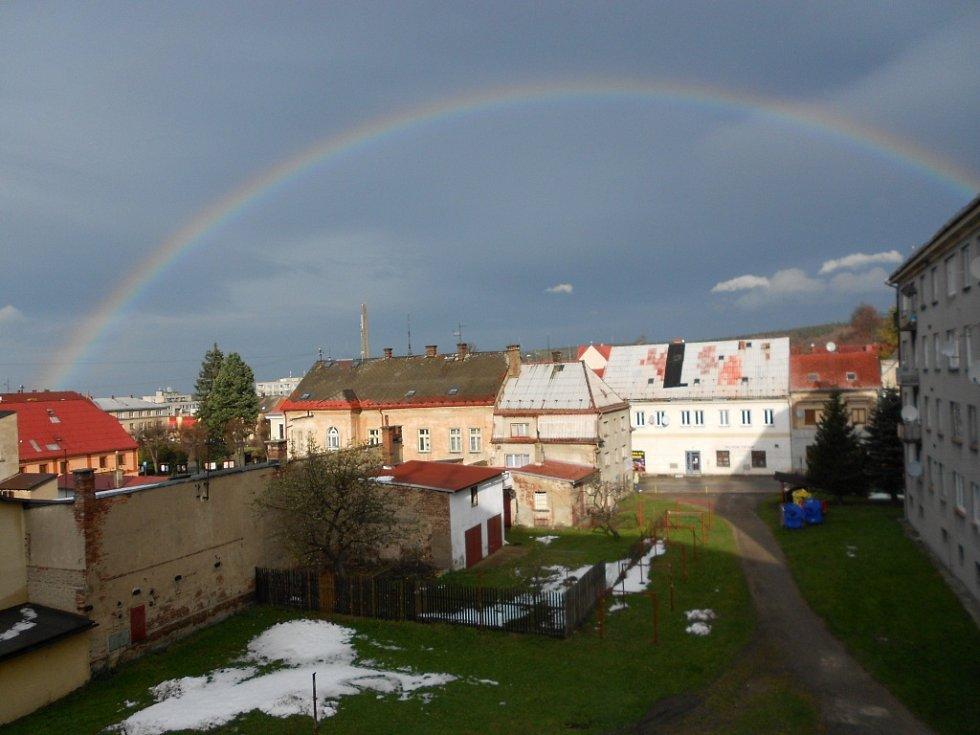 Dne 1.11.2012 v 9.50 hodin krásná duha,která zdobila Nové Město pod Smrkem přes jednu hodinu.