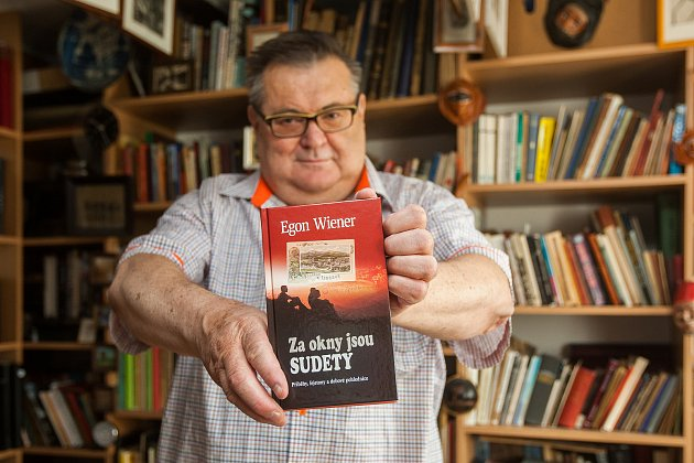 Spisovatel a sběratel Egon Wiener.