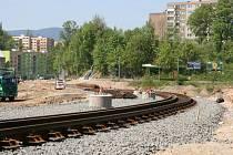 Rekonstrukce tramvajové trati. JEDNÍM ze sporných úseků je i část přes bývalou Textilanu. Zakázka byla mimo jiné rozdělena i kvůli nejasným záměrům holandského vlastníka pozemků bývalé továrny.