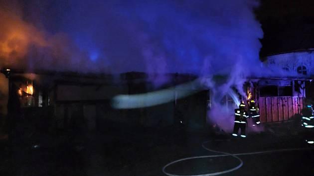 Hasiči zasahovali u požáru opuštěné budovy v libereckém Perštýně