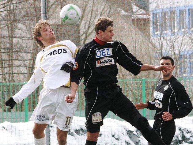 V regionálním derby v České fotbalové lize se utkaly Baumit Jablonec B (v tmavých dresech) a SK Hlavice.