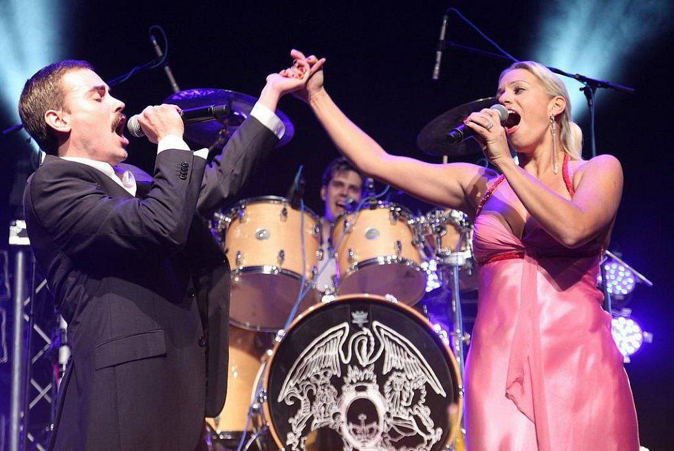 BARCELONA. Společně s Queenie na akci vystoupila přední česká sopranistka Markéta Mátlová, která si se zpěvákem Michaelem Kluchem zazpívala duet Barcelona.