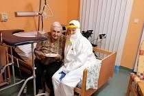 Radka Burdová s klientkou.