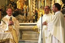Arciděkana Radka Jurnečku (vlevo) čeká přímý přenos.