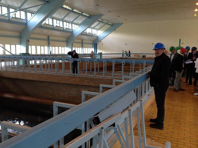 REKONSTRUKCE úpravny vody v Bedřichově by měla skončit letos na konci listopadu. Vyjde na téměř 100 milionů korun.