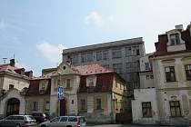 ZCHÁTRALÉ BUDOVY patřící do areálu bývalé liberecké tiskárny.