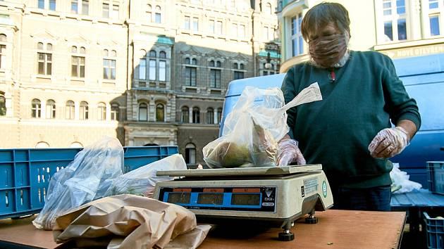 V Liberci u radnice se ve čtvrtek 23. dubna letos poprvé konaly farmářské trhy.