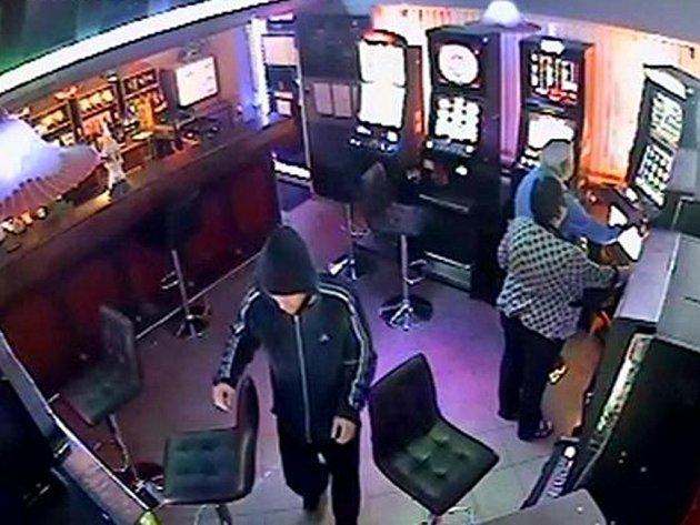 Loupežné přepadení baru v Hejnicích.