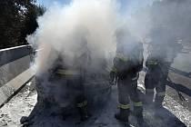 Požár osobního auta u Vesce.