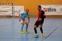 Liberečtí futsalisté (v tmavém) nedali Plzni doma ani gól a prohráli 0:4.