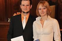 Absolventi Šárka Znojilová a Michal Štěpař.