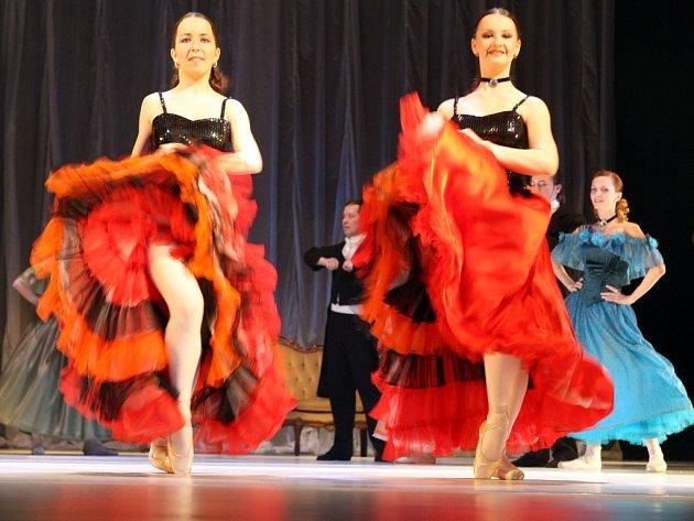 Baletní soubor libereckého Divadla F. X. Šaldy připravil celovečerní taneční inscenaci – Dámu s kaméliemi podle Alexandra Dumase mladšího.