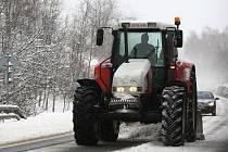 Sjízdnost silnic v kraji výrazně komplikuje silné sněžení a vítr. Na mnoha místech se tvoří kolony.