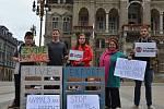 Na středu 13. září 2017 připadl Mezinárodní den STOP přepravě zvířat. A demonstrace se konala mimo jiné i na libereckém náměstí.