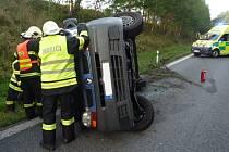 Únava zmohla řidiče dodávky.