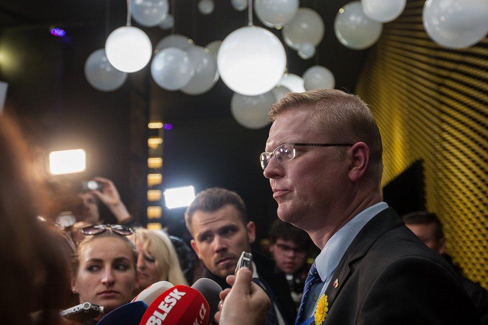 Místopředseda vlády a předseda KDU-ČSL Pavel Bělobrádek hovoří s novináři po setkání s prezidentem republiky Milošem Zemanem 10. května v Liberci.