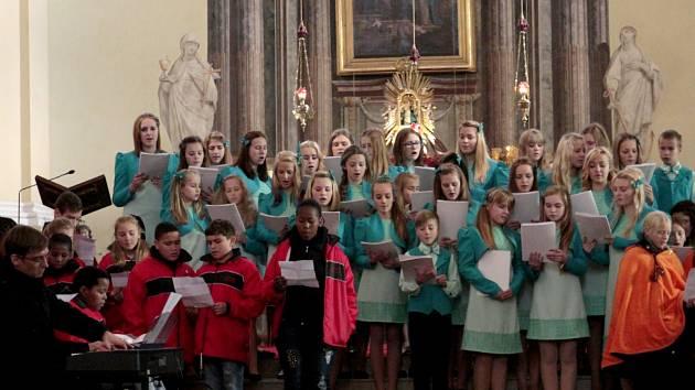 TŘI SBORY zpívaly pro dobrou věc v hejnické Bazilice.