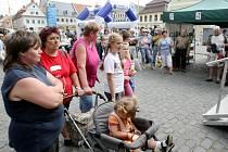 Den s Deníkem proběhl na náměstí ve Frýdlantě. Návštěvníky bavily například děti z frýdlantské umělecké školy a Marcela Holanová.