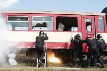 130 příslušníků  pořádkových jednotek cvičilo v České Třebové zásah na vlak plný fotbalových chuligánů.