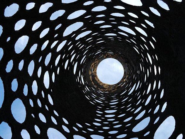 Z DÍLA ČESTMÍRA SUŠKY, umělce, který i opuštěným objektům dokáže vdechnout nový život.