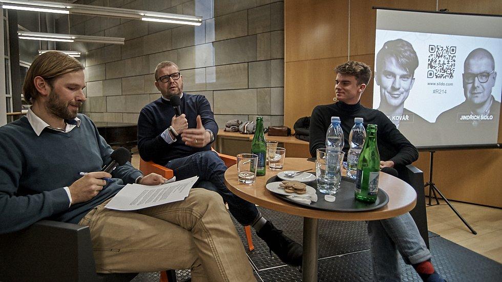 V liberecké knihovně měl debatu youtuber Kovy s novinářem Jindřichem Šídlem.