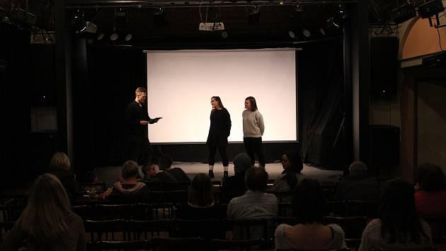 V pondělí 25. března proběhlo v libereckých Lidových sadech zahájení festivalu filmů o lidských právech Jeden svět.
