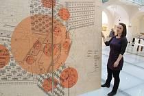Kurátorka Klára Jeništová představila výstavu Společné bydlení.