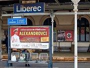 Na nádraží se točí film z druhé světové války.