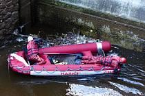 Hasiči hledali v korytě řeky Jizery muže, který se zřítil z ferraty Vodní brána u Riegrovy stezky a dopadl z výšky dvaceti metrů do vody.