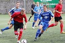DOROST RAPIDU OPĚT PROHRÁL O GÓL. Na snímku je u míče Tomáš Bulíř z VTJ Rapid Liberec.