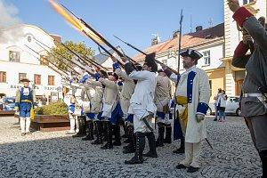 Kulturně vzdělávací akce spojená s Bitvou u Liberce, která se odehrála 21. dubna 1757, nabídla ukázku dobových vojenských kostýmů a zbraní. Na snímku z 20. dubna jsou vojska v centru Liberce.