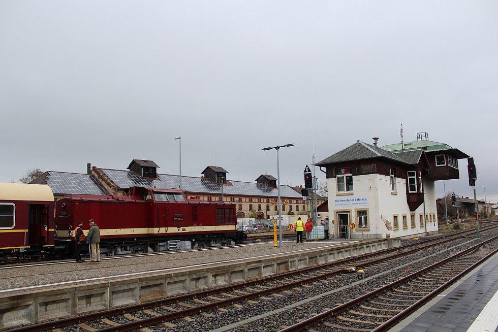 O víkendu 2.-3. listopadu 2019 proběhly na trati z Liberce do Žitavy oslavy 160 let trati. Na snímku zvláštní historický vlak ve stanici Žitava.