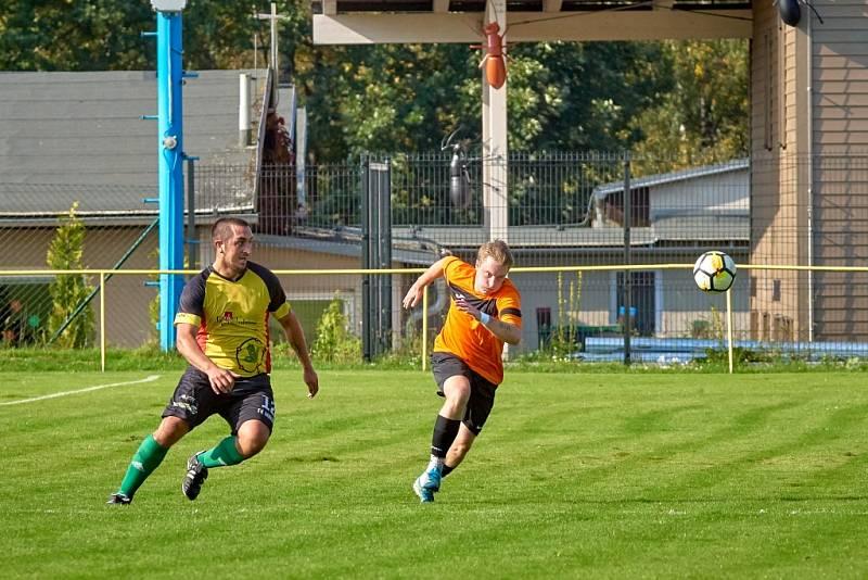 Pět branek padlo v utkání Mníšek – Nová Ves. Z vítězství 3:2 se radovali hosté, kteří byli lepším celkem.