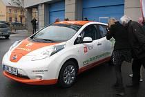 Úředníci z kraje začnou jezdit ekologickým elektromobilem.