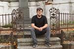 Lidé si mohou adoptovat staré hrobky sudetských Němců na hřbitově v Hejnicích. Na snímku Milan Votava, který vede projekt adopce hrobů.