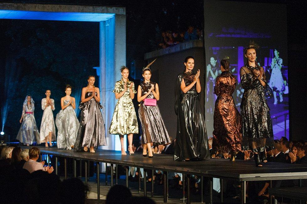 Módní návrhářka Beata Rajská předvedla své modely na přehlídce ve Vratislavicích.