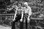Pánové Gisbert Jäkl a Erwin Cettineo na společném snímku z roku 1975. Právě díky těmto dvěma nadšencům (které doplnil ještě Liberečan Anton Schlupek) se podařilo shromáždit a zachovat ve spolupráci se Severočeským muzeem sbírku nevšední historické hodnoty