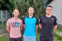 V RUPRECHTICÍCH skončil trenér Zbyněk Rampáček. Na snímku je zleva nový trenér Michal Řezka, předseda klubu Michal Viktora a Zbyněk Rampáček.