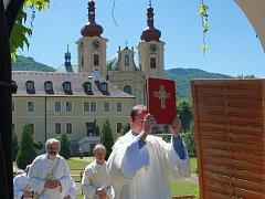 Bazilika Navštívení Panny Marie je dominantou Hejnic a významným poutním místem.