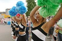 TRADIČNÍ PRŮVOD MĚSTEM je součástí programu festivalu Duhová bouře. Letos se uskuteční v sobotu mezi devátou a dvanáctou hodinou na pódiích v centru města.