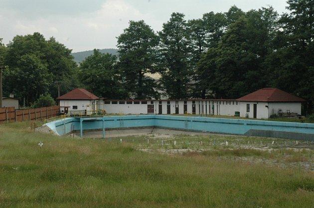 Koupalistě v Chrastavě zůstane po celou letošní sezonu uzavřené.